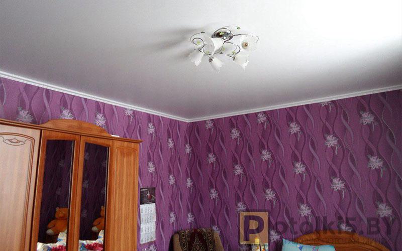 Матовый белый натяжной потолок в спальню 12 м²