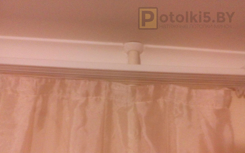 Белый матовый потолок в гостиную 16 м²
