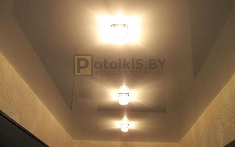 Глянцевый белый натяжной потолок в коридор 5 м²