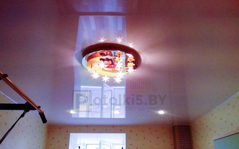 Лаковый цветной натяжной потолок в детскую