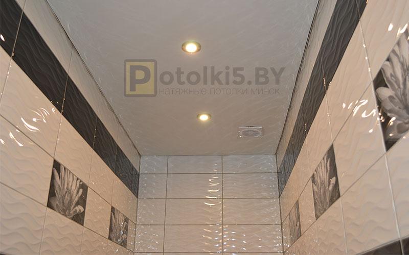 Матовый белый натяжной потолок в ванную 8 м²