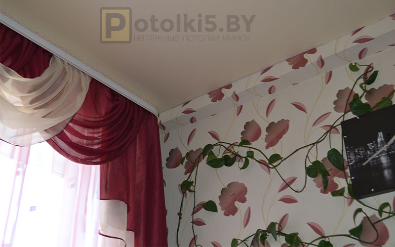 Матовый бежевый натяжной потолок в кухню 12 м²