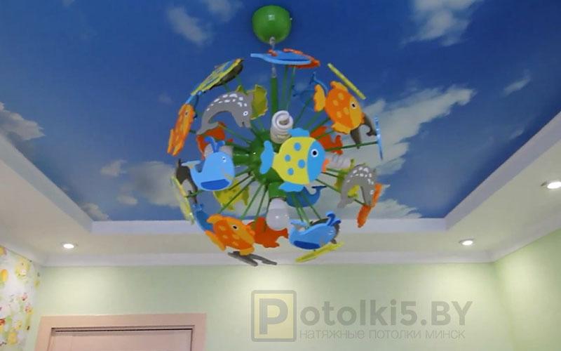 Матовый натяжной потолок в детской с фотопечатью