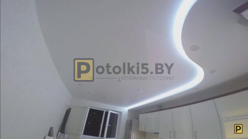 Сатиново - матовый натяжной потолок во всю квартиру с парящими линиями в Минске