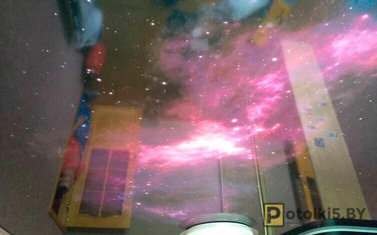 Натяжной потолок с фотопечатью звездного неба