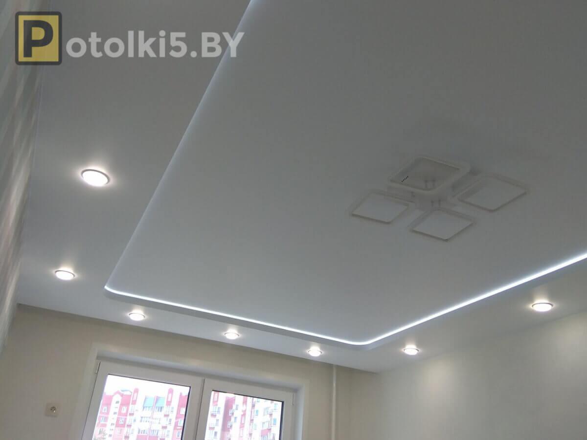Натяжной потолок с устройством накладной люстры и встроенного люка ... | 900x1200