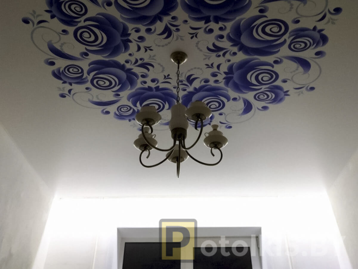 Готовый проект натяжного потолка -Фотопечать на сатине в спальне, скрытый карниз с подсветкой