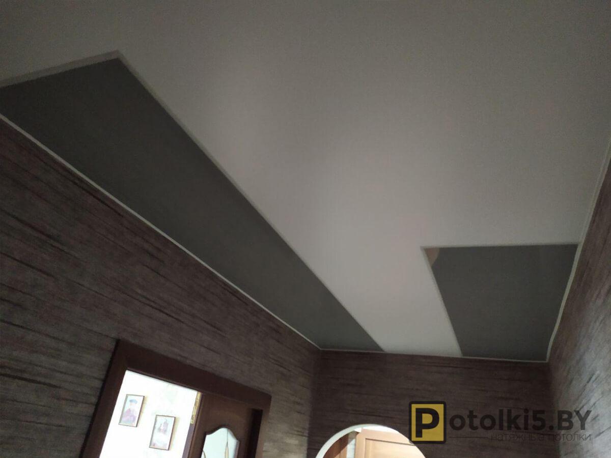 Готовый проект - Белый сатин и серый глянец с парящими линиями шириной 3см в коридор