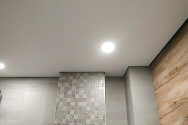 Натяжной потолок с теневым профилем